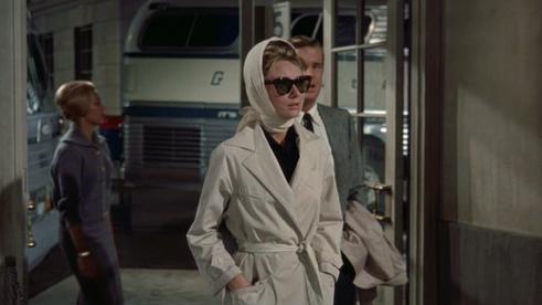 Audrey-Hepburns-costumes-in-Breakfast-at-Tiffanys-16